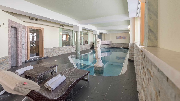 Wellness area with swimming pool
